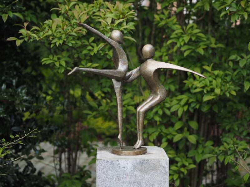 Beeld En Tuin.Bronzen Beeld Dansend Liefdespaar Bronzen Beelden Huis