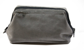 Small Velvet Washbag Au Maison, grey