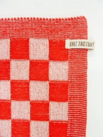 Knitted checked towel, red