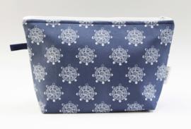 'Steering wheel' wash bag