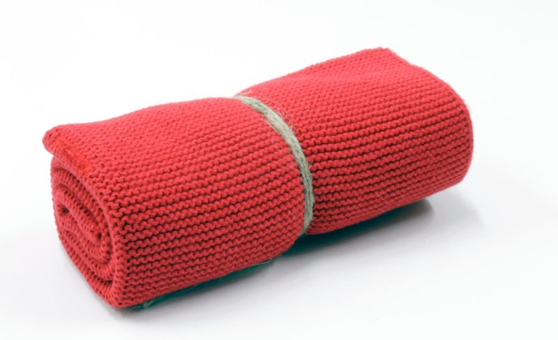 'Warm red' knitted towel solwang