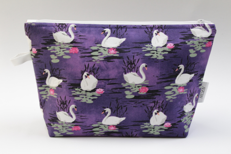 Swans purple, wash bag