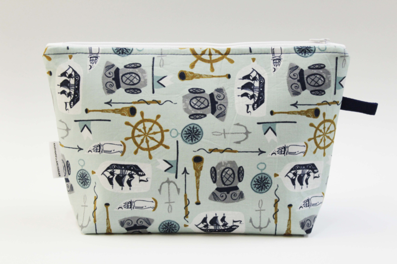 'Explorer'  wash bag
