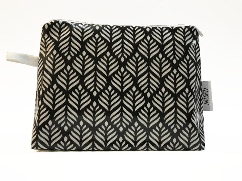 'Leaf' black & white, make-up bag NILSEN