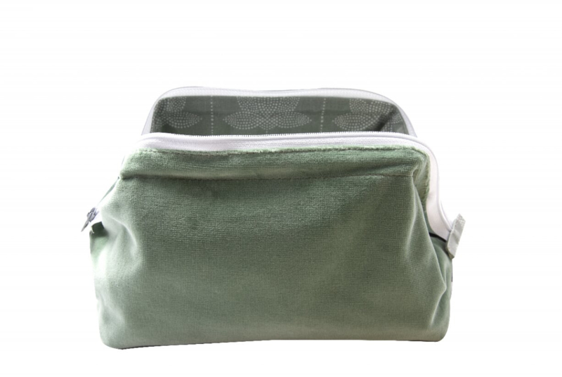 Small Velvet Washbag Au Maison, mint green