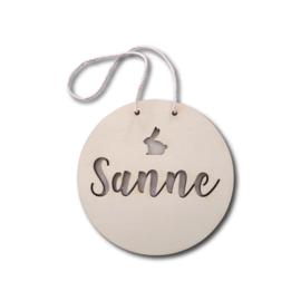 Geboortekaartje hout hanger naam en figuurtje meisje