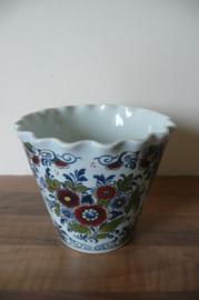 Oud Delft:  prachtige polychroom bloempot