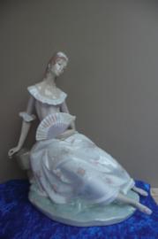 Lladro porselein: Lady with Fan / Dama del Abanico door Alfredo Ruiz 1970-1981 36 cm hoog