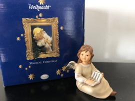 Goebel Weihnacht nr. 41-170-07-6 Träumerle mit Buch / Dreamer With Book 10 cm  incl. doos