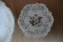 Porseleinen servies set: schaal met kleine schaaltjes