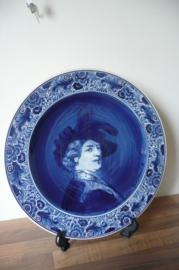 NKI Gouda: Delfts Blauw wandbord zelfportret Rembrandt 34 cm