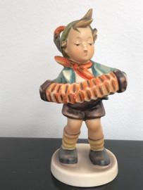Originele Hummel 185 Bandoneon Spieler / Accordeon Boy 13 cm TMK-6 (1979-1991) (1)
