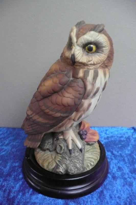 Akita Finest Porcelain Ware by Kowa: Velduil (Op console doorsnede 10 cm) hoogte 16 cm
