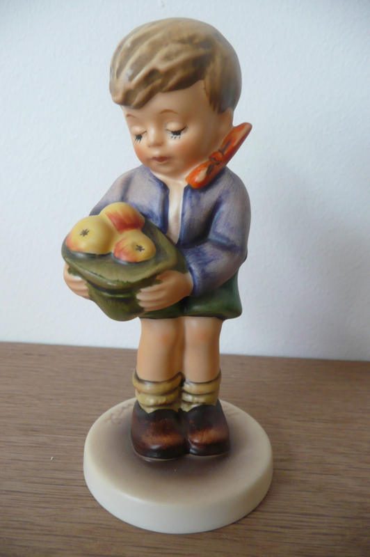 Originele Hummel nr 485 Gift From A Friend / Aus nachbars Garten 14 cm Goebel