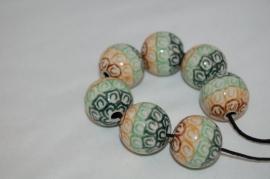 Pools aardewerk kraal    Ø 2cm