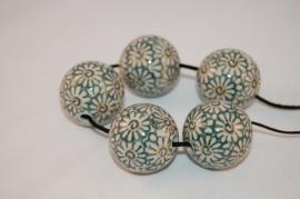 Pools aardewerk kraal    Ø 3cm