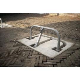 Parkeerbeugel met betontegel