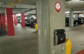 3 wandasbakken met bijbehorende bordjes parkeergarage Stappegoor