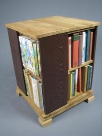 Trendy boekenmolen Eiken met enkel vlaks bruine Schoonschriftteksten Blad 46 cm
