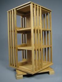 Middel hoge Eiken boekenmolen 3 etages Blad 45 cm