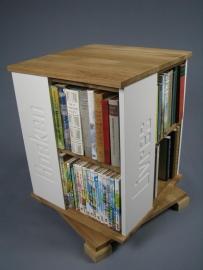 Trendy boekenmolen Eiken met enkel vlaks witte Blokletterteksten Blad 46 cm