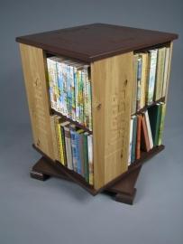 Trendy boekenmolen Bruin met enkel vlaks eiken Blokletter teksten Blad 46 cm