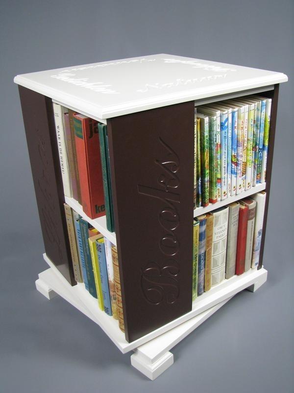 Trendy boekenmolen Wit met enkel vlaks bruine Schoonschriftteksten Blad 46 cm