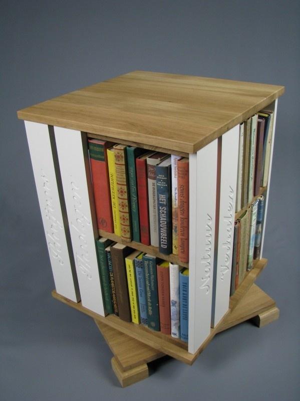 Trendy boekenmolen Eiken met dubbel wit Schoonschriftteksten Blad 46 cm