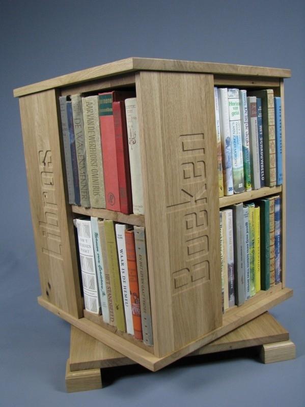 Trendy boekenmolen Eiken met enkel vlaks eiken Blokletterteksten Blad 46 cm