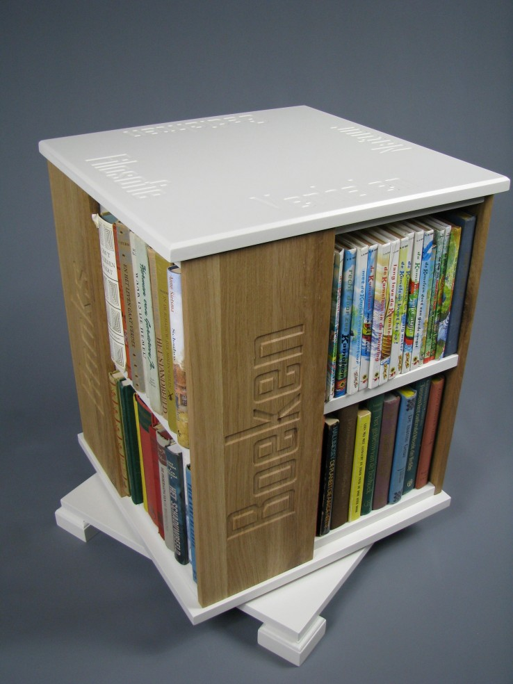 boekenmolen2bloklwitkastbreeikenzijvlakkenmet3.jpg