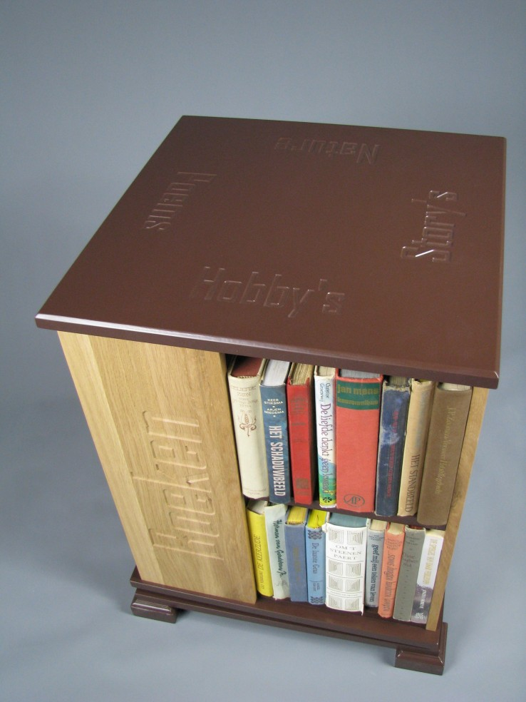boekenmolen2bruinekasteikenzijdeblokletters1.jpg