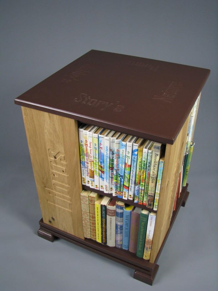 boekenmolen2bruinekasteikenzijdeblokletters7.jpg