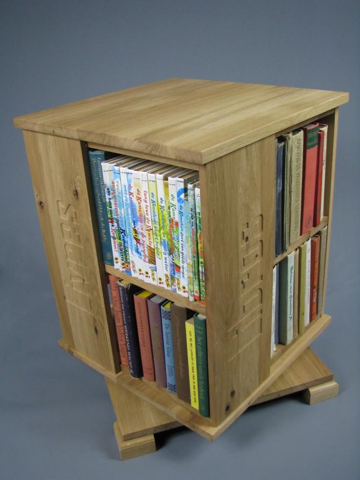 boekenmolen2etagesbloklettersblmatteolieeikenmet1.jpg