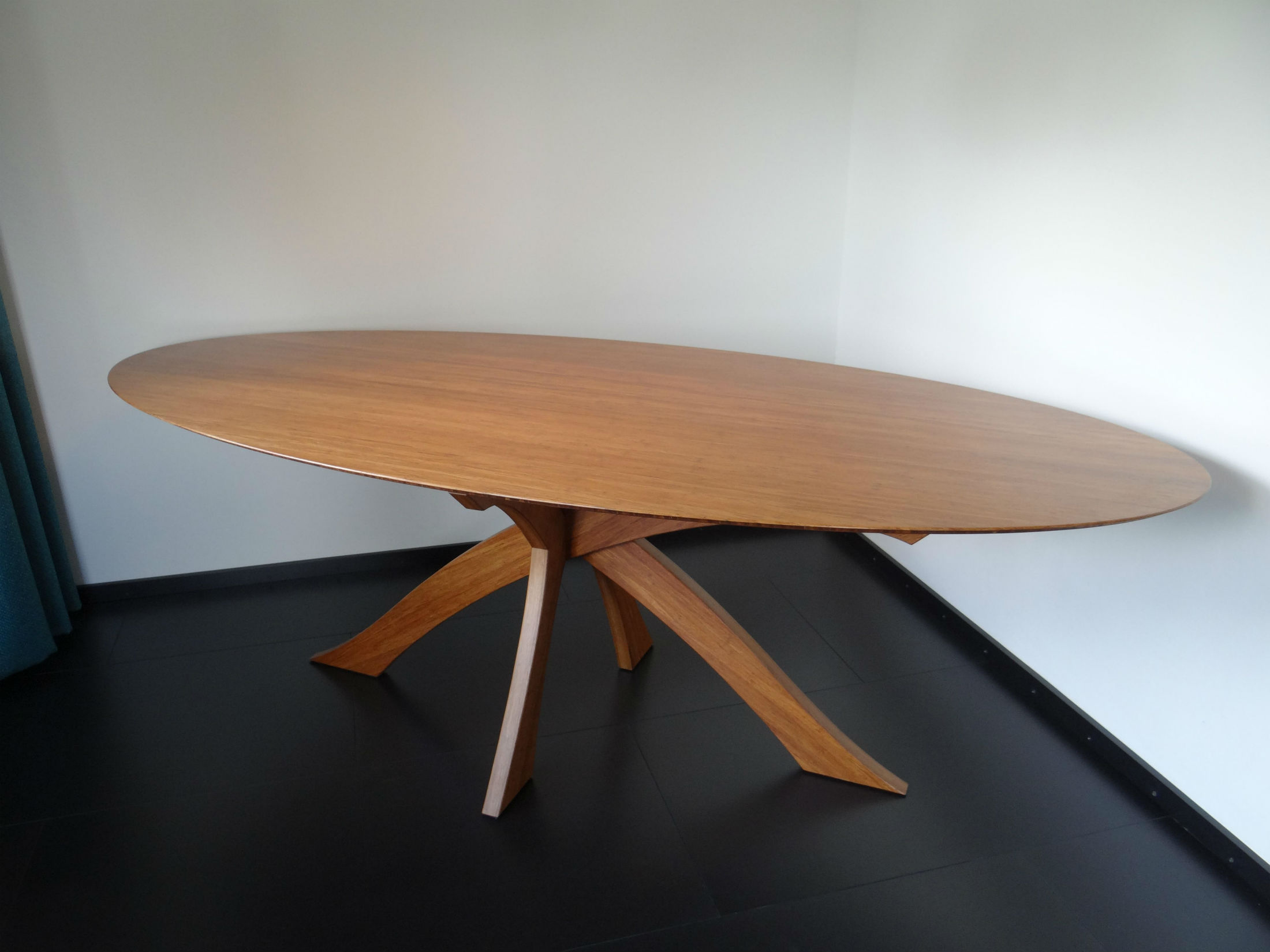 Ovale tafel 'Belle Gambe'