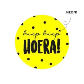 Sticker sluitzegel | neon geel | hiep hiep hoera | 15stk