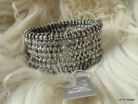 BIBA Armband / zilverkleurig en steentjes