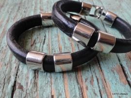 BIBA Armband / zwart leer met zilverkleurige sluiting