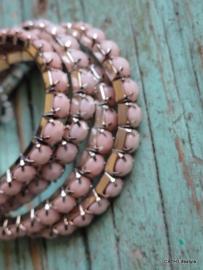 Armband  / roze met steentjes