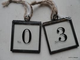 Glazen hanger met nummer