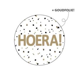 Sticker sluitzegel wit rond - HOERA - zwart goud - 16stk