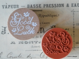 "Stempel / rond / ""Good Luck"""