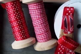 TI Rood met witte stippen band op klos