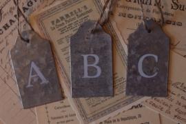 Label / zink met letter  A, B, C, ........