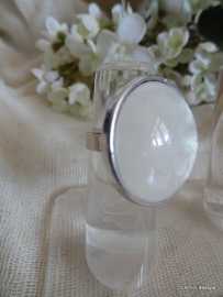 Ring rond white