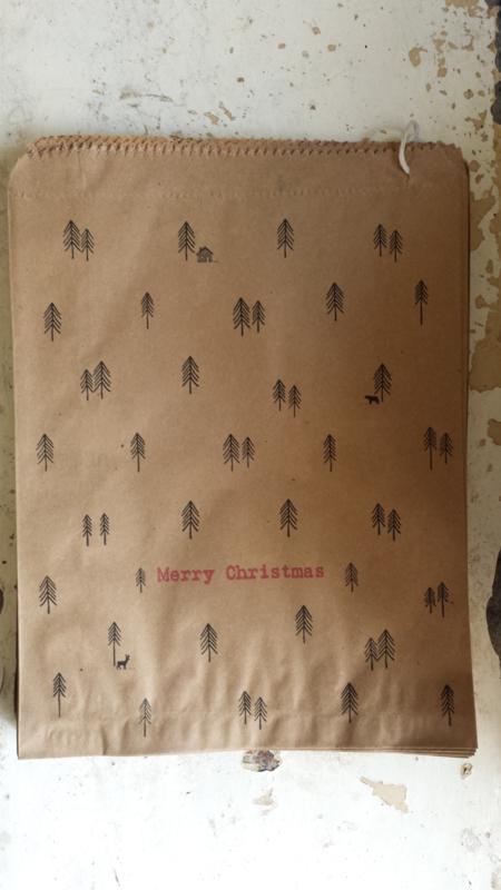Kraft zak / Merry Christmas - kerstboom / 20,5 x 27cm / 5 stk / EI 5033