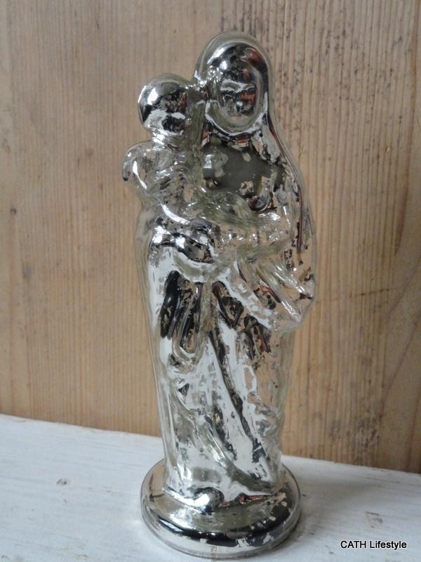 beeldje /moeder met kind /  Armeluis zilver