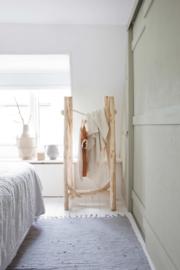 Kledingrek hout boomstammen hoog model