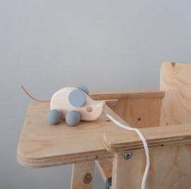 Trekdier hout muis grijs met leren staartje