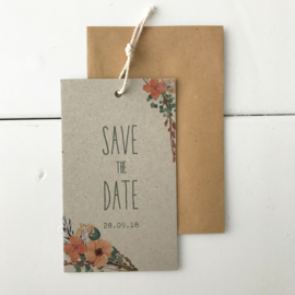 Save the Date label grijsboard bloemen