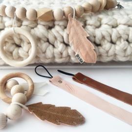 Leren speenkoord met veertje nude - speenketting leer